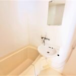 浴室(画像は同タイプ101号室)