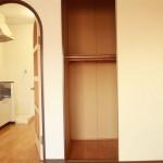 収納も広々です。居室とキッチンの間にはドアもついています。