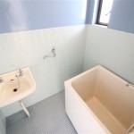 お風呂には嬉しい洗面台付き(風呂)